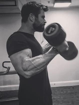 chris hemsworth bodybuilding